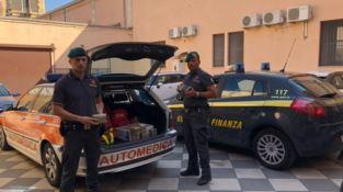 Trasportano 10 chili di hashish su auto medica, coppia calabrese arrestata a Catania