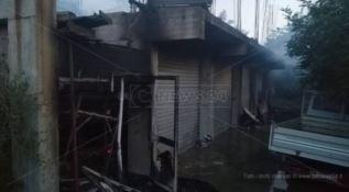 In fiamme una ditta edile di Badolato, denunciato l'autore