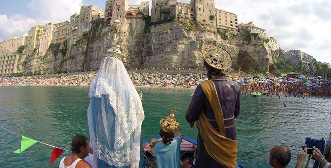 La tradizionale processione di Tropea - Foto Cosi Mali