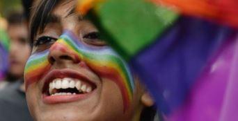 L'India festeggia: essere omosessuali non sarà più un reato