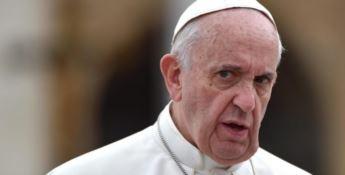 «Il Papa sapeva degli abusi». Bergoglio risponde: «ll dossier Viganò si commenta da sè»