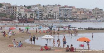 Estate a Crotone, nei lidi trend in aumento: «Il mare pulito fa tornare i turisti» -VIDEO