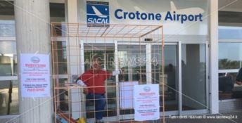 Crotone, parte il sit-in del movimento Vita a difesa dell'aeroporto