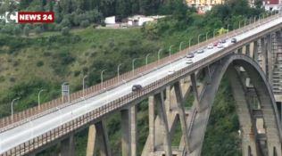 Uomo tenta il suicidio dal ponte Morandi, bloccato dalla polizia