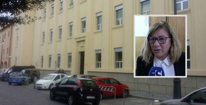 Gli uffici di polizia giudiziaria e Adriana Teti nel riquadro