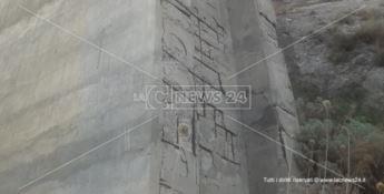 Dai piloni del ponte Lamia di Stalettì piovono calcinacci