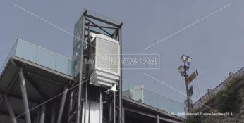 Catanzaro e quell'ascensore che funziona ad intermittenza - VIDEO