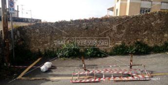 Catanzaro, l'asfalto collassa: cittadini prigionieri nelle proprie abitazioni - VIDEO -