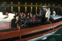 Migranti soccorsi al largo di Roccella Jonica