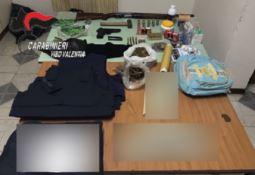 Il materiale rinvenuto dai Carabinieri