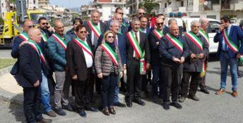 La marcia dei sindaci a difesa del ponte Allaro