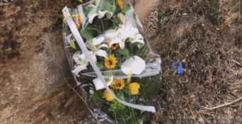 Striscioni, fiori e lacrime in memoria di Matteo Vinci - VIDEO