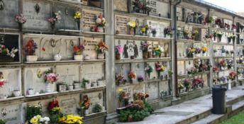 Catanzaro, Codacons: «Furti e saccheggi nei cimiteri comunali»