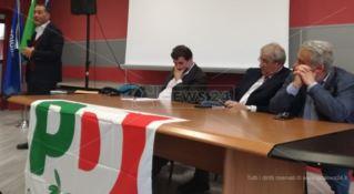 Congresso Pd, si va verso il rinvio. Cala il silenzio in Calabria