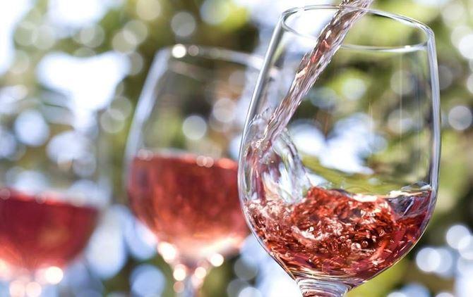 Calici con vino