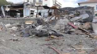 Reggio, a Gallico l'amianto lasciato sulla spiaggia fa paura: la rabbia dei cittadini
