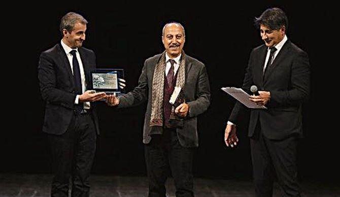 La premiazione dello scrittore Carmine Abbate