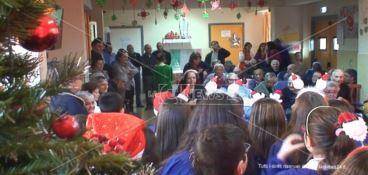 Botricello, visita natalizia dei bambini agli ospiti della residenza Sant'Anna