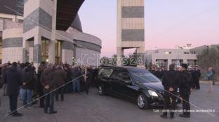 Commozione per l'ultimo saluto al procuratore Bruno Giordano
