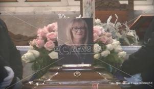 Duplice omicidio a Davoli, l'ultimo saluto a Francesca Petrolini