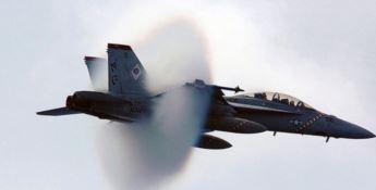 Due jet infrangono il muro del suono e scuotono l'Alto Tirreno cosentino
