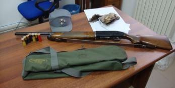 I fucili e le cartucce sequestrate