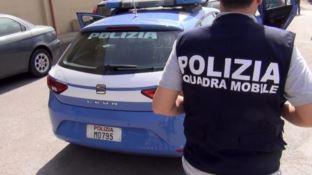 Passava informazioni riservate al clan Megna, arrestato poliziotto a Crotone