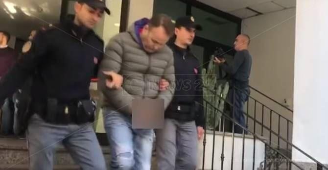 L'uscita di uno degli arrestati dalla Questura di Reggio Calabria