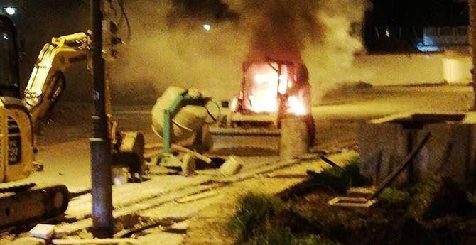 Il mezzo incendiato a Roccella