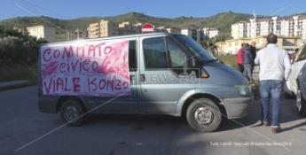 Catanzaro, sit in di protesta in viale Isonzo: «Un quartiere invivibile»