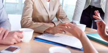 Parità di genere, tante donne nei Consigli comunali e poche sindaco o assessore