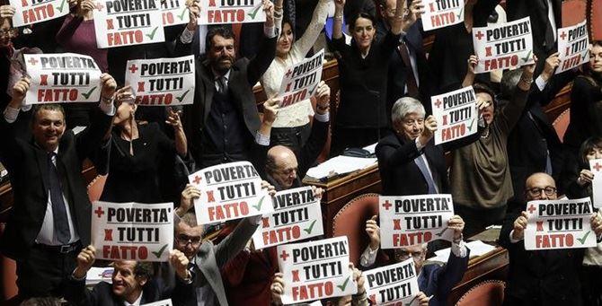La protesta in Senato - Foto Ansa