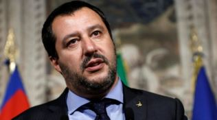 Salvini a Soverato, specchio d'acqua blindato: vietati bagni e pesca