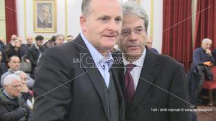 Gentiloni a Cosenza: «Overdose di promesse per il Mezzogiorno»