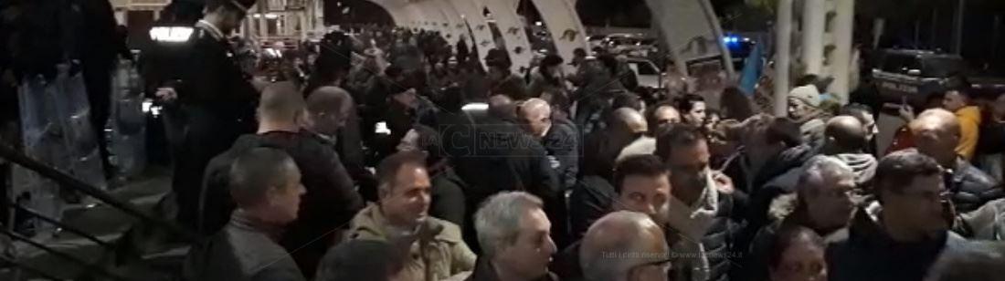 Protesta lsu-lpu allo scalo di Lamezia Terme