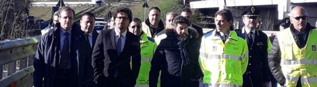 Il ministro Toninelli in visita ad un cantiere di Altilia