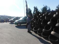 Catanzaro, area di servizio trasformata in discarica di pneumatici