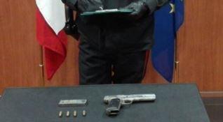 In auto con una pistola pronta a sparare, giovane di Cosenza arrestato dai carabinieri