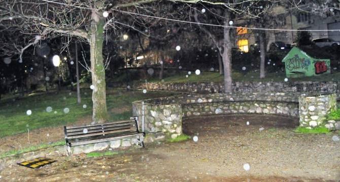 Contro i vandali installata l illuminazione al parco giochi di