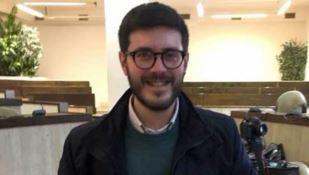 Giornalista di LaC aggredito da un uomo che inveisce contro gli immigrati