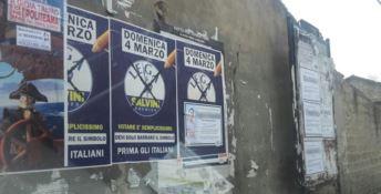 I muri di paese e i manifesti della Lega, quando la propaganda vince sulla memoria