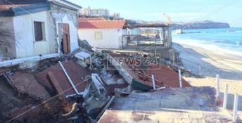 La mareggiata distrugge una casa a Tropea, danni ingenti su tutta la costa vibonese (VIDEO E FOTO)