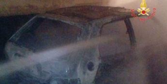 Pianopoli, due auto in fiamme: non si esclude il dolo