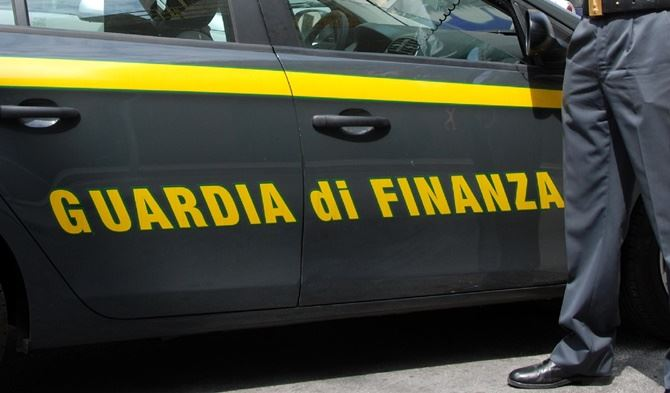 Un'auto della Guardia di finanza