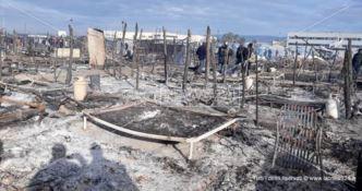 Uno degli ultimi incendi nella tendopoli