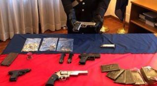 Cosenza, armi e droga in casa: coppia finisce in manette