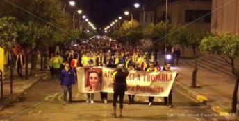 «Aiutateci a trovarla»: a Roccella fiaccole accese per Natalina Papandrea (VIDEO)