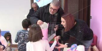 LaC porta i doni della befana ai bambini autistici della cooperativa SpecialMente (VIDEO)
