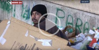 Da tre mesi vive per strada a Vibo, l'appello di Assan: «Voglio tornare a casa» (VIDEO)