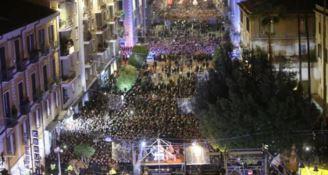 Capodanno a Cosenza, impazza il toto-nomi ma l'annuncio verrà fatto su Facebook